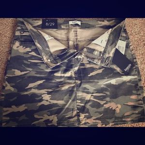 Kensie Camo Print denim mini skirt size 8